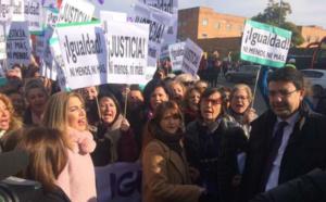 La izquierda andaluza opta por una oposición callejera y gritona, basada en falsedades