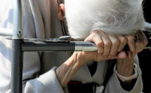 Cada día 9 ancianos andaluces denuncian malos tratos