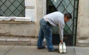 En España, si alguien llama a las seis de la mañana a tu puerta, quizás no sea el lechero