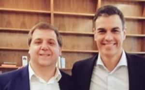 La desconfianza en Pedro Sánchez es tanta que hasta se sospecha de pucherazo. En la imagen, Sánchez y su amigo, el presidente de Correos