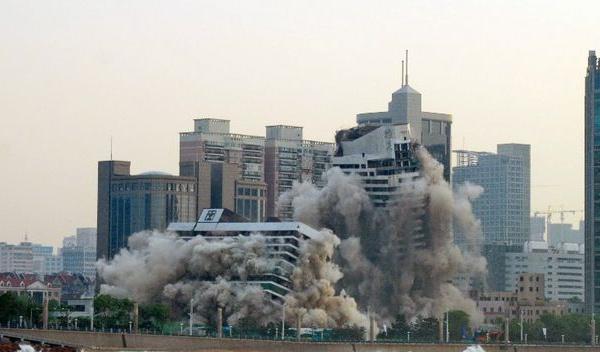 El documento de 19 puntos de VOX y la demolición de un régimen con dinamita