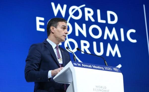 Pedro Sánchez intenta engañar al capitalismo en Davos