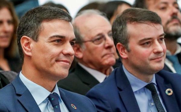 La apuesta por Iván Redondo y la oscuridad va a costarle sangre al PSOE